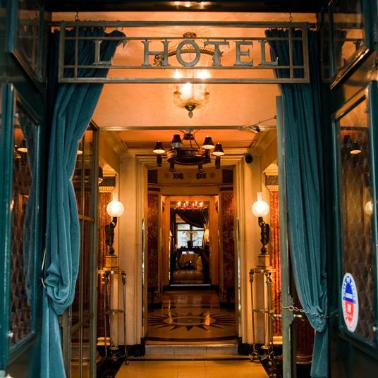 Отель L'Hotel в Париже, где провел последние дни Оскар Уайльд