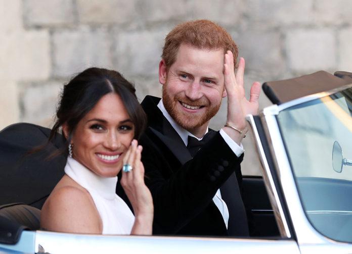 Выставка свадебного платья Меган Маркл и костюма принца Гарри в замке Виндзор